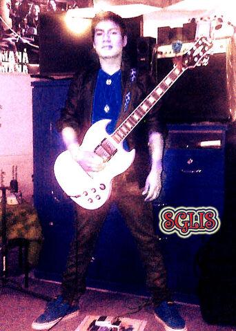 File:SGLIS rock en chimbote.jpg