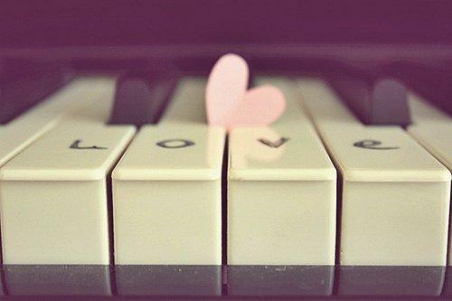 File:Piano love.jpg