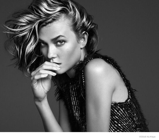 File:Karlie-kloss-messy-hairstyle01.jpg