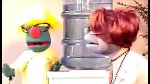 Puppetgreetings - Bob wants Brenda