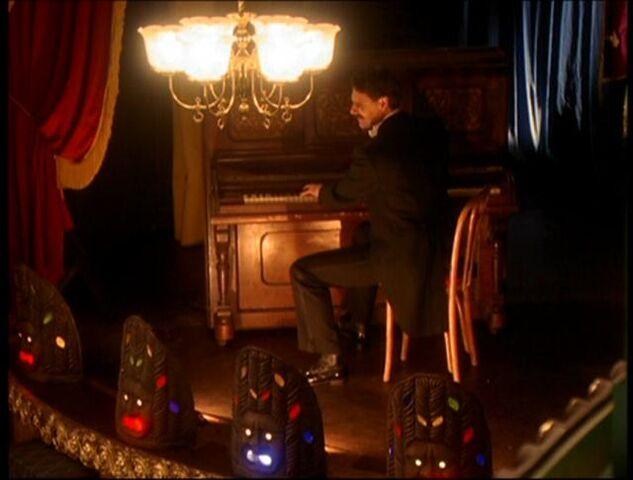File:Piano-player.jpg