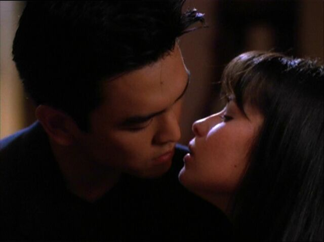 File:Piper and Mark kissing.jpg