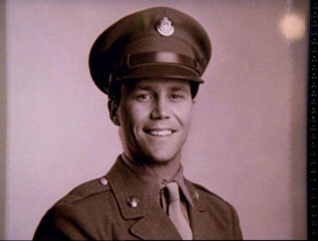 Фајл:4x17-Leo-Soldier.jpg