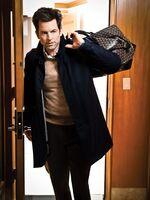 MUHNEY---WALKING-WITH-BAG