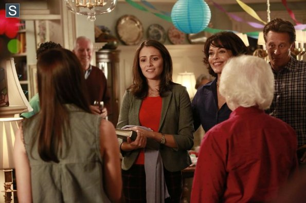 File:Chasing Life - Episode 1.09 - What to Expect When You're Expecting Chemo - Promotional Photos (4) 595 slogo.jpg