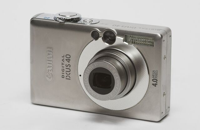 File:Canon Digital Ixus 40.jpg