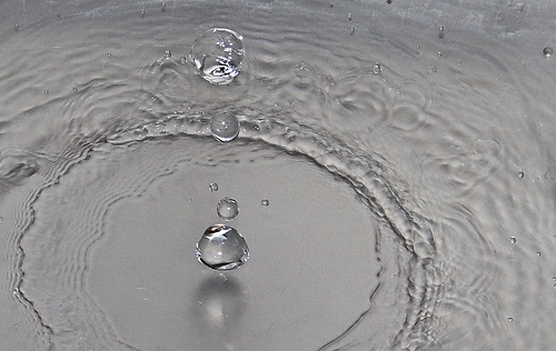 File:Droplets Experiment with Canon S5 IS in RAW mode.jpg