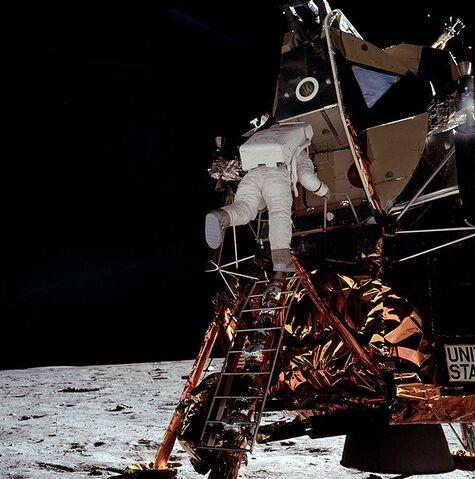 File:Apollo AS11-40-5866.jpg