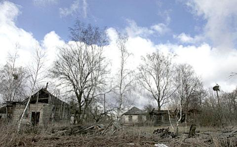 File:Ukraine A+view+of+the+abandoned+village+of+Redkovka 20apr11.jpg