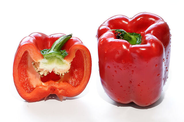 File:Red capsicum and cross section.jpg