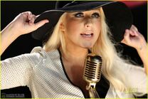 Christina-aguilera-moves-like-jagger-video-shoot-with-adam-levine-03