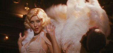 Burlesque2christina-aguilera-as-ali-rose-in-burlesque