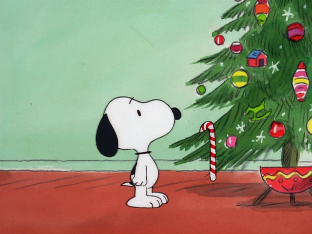 File:Snoopy looking at the tree.jpg
