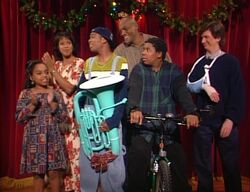 Kenan and Kel Christmas group shot