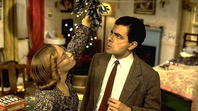 File:Mr Bean and Irma under the mistletoe.png