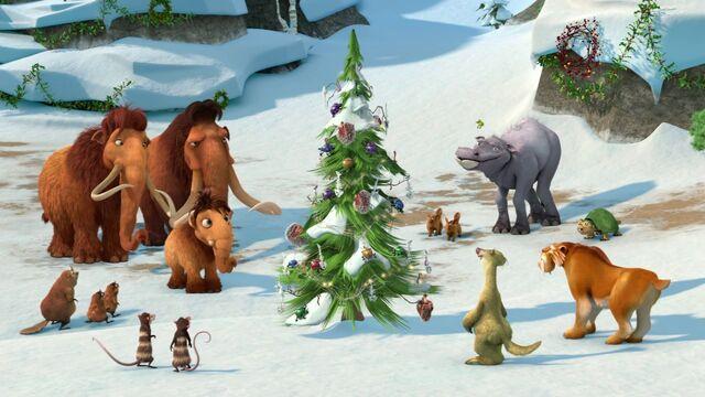 File:Ice Age Christmas group shot.jpg