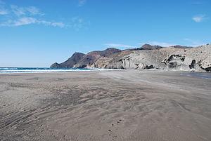 Panorámica de la playa de Monsul (Cabo de Gata, España).jpg