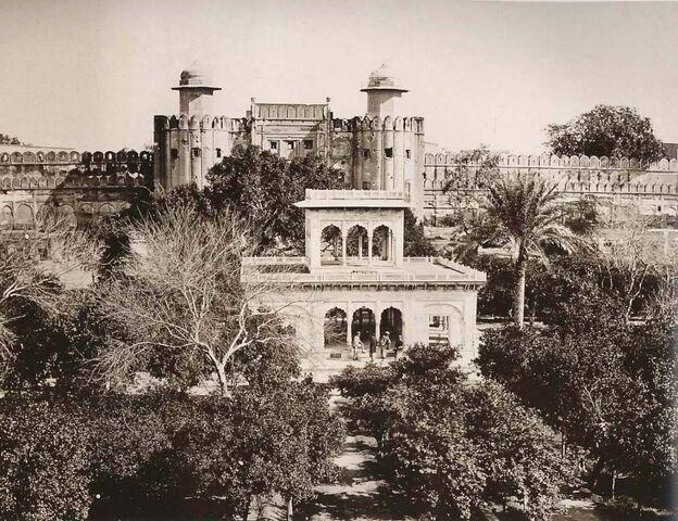 File:The Hazuri Bagh Pavilion(1870).jpg