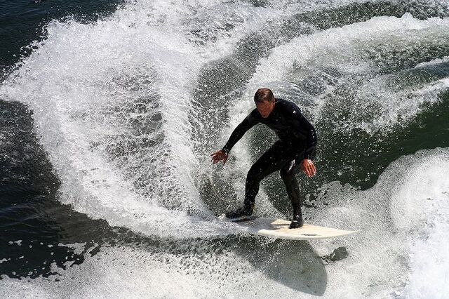 File:Surfer in california 2.JPG