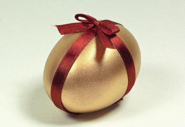 File:Egg-painted-Gold-Color-1300795432 82.jpg