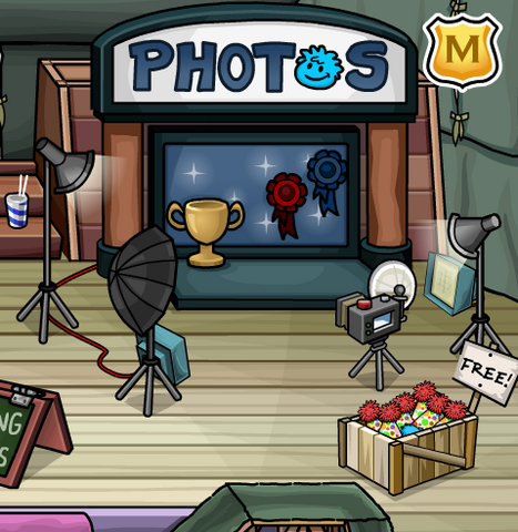 File:Puffle photo booth.PNG