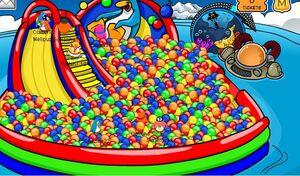 Club-penguin-fall-fair-08-ball-pit