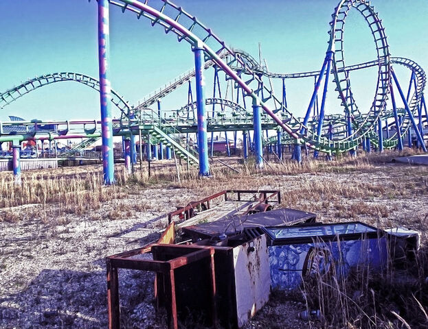 File:Six Flags New Orleans - Jester.jpg