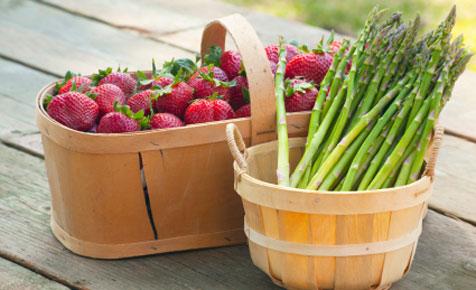 File:AsparagusStrawberriesInBasket.jpg