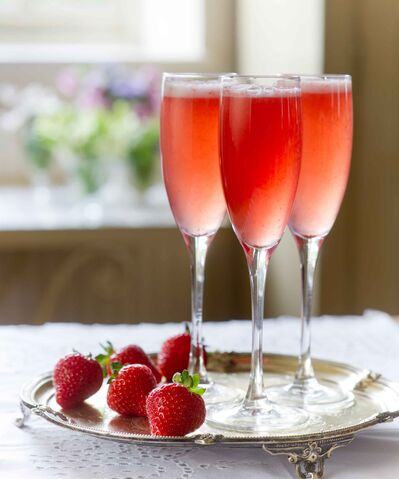 File:Strawberry champagne.jpg
