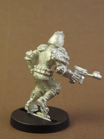 File:JD Brit-Cit Beat Judge with Bumf Gun - assembled - rear.jpg