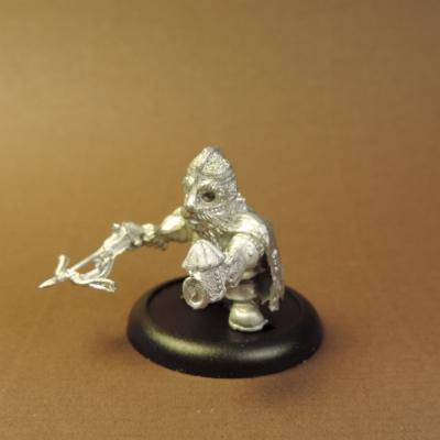 File:Dwarf in Iron Mask Crossbow back.jpg