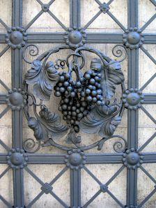 File:1003375 wrought iron wine decoration.jpg