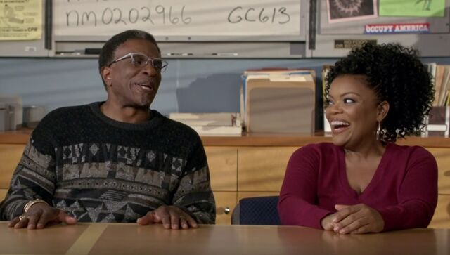 File:S06E13-Elroy and Shirley.jpg