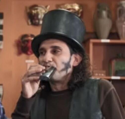 File:S02E22-Star-Burns drinking.jpg