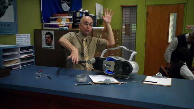 File:S01E05-Dean announcements.jpg