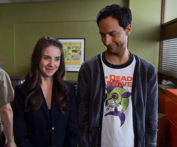 File:5x12 Annie and Abed.jpg