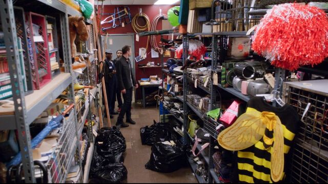 File:4x11 The lost and found room.jpg