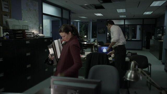 File:1x02 desk.jpg