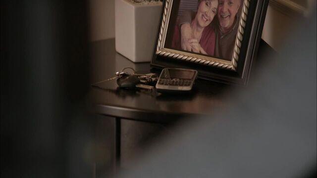 File:1x02 fraser's phone.jpg