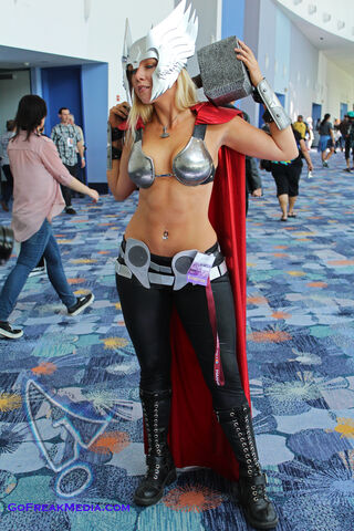 File:Female thor cosplay wondercon 2013.jpg