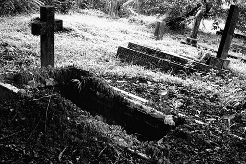File:Grave 2.jpg