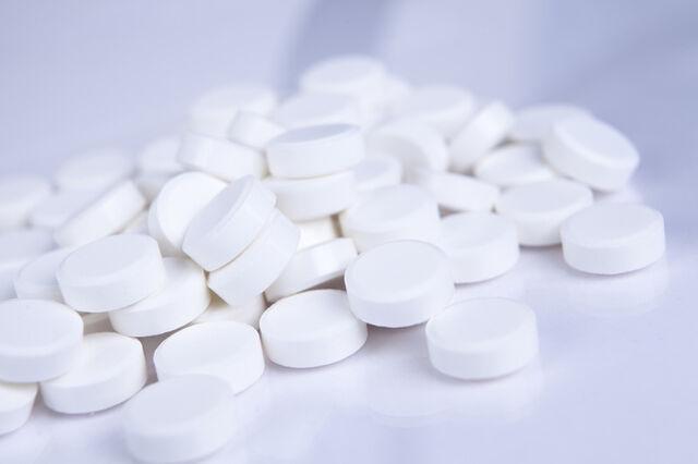 File:13599white pills.jpg