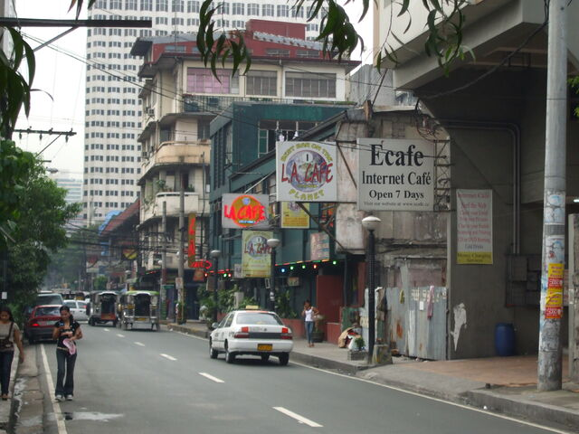 File:Approach-to-la-cafe-manila.jpg