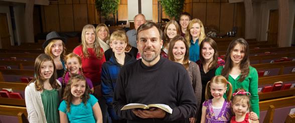 File:Friendly-smiling-church.jpg