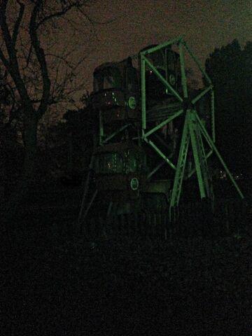 File:Ferris wheel by queendreaveev-d6s0xuh.jpg