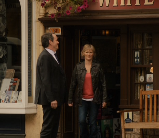 File:Robbie and Laura leave the pub.png