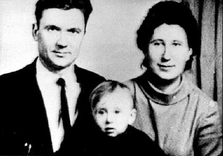 File:Chikatilo, wife and son.jpg