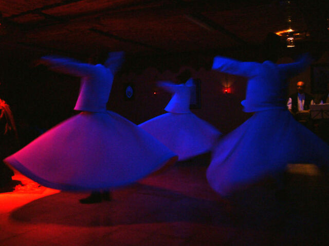 Arquivo:Whirling Dervishes, Konya, Turkey, RMO.jpg
