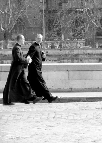 Arquivo:Priests rome.jpg