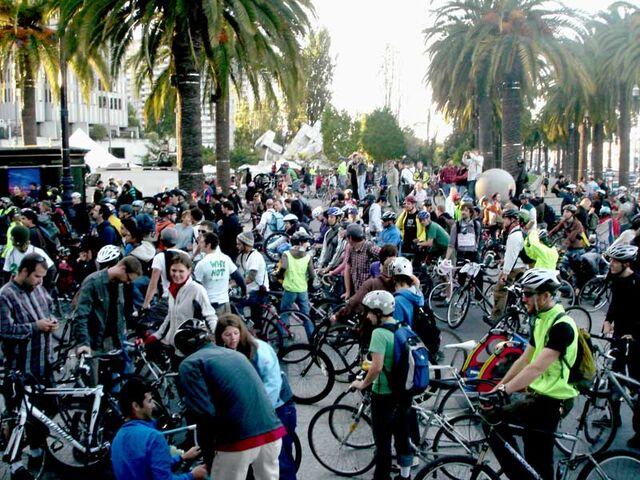 File:San Francicso - 15th anniversary - 6.25 at the Plaza.jpg